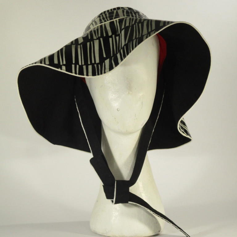 Kopfbedeckung - Regenhut Glocke - schwarz weiß