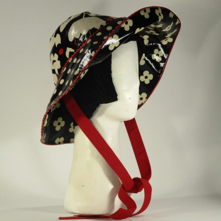 Kopfbedeckung - Regenhut - Blumen schwarz weiß