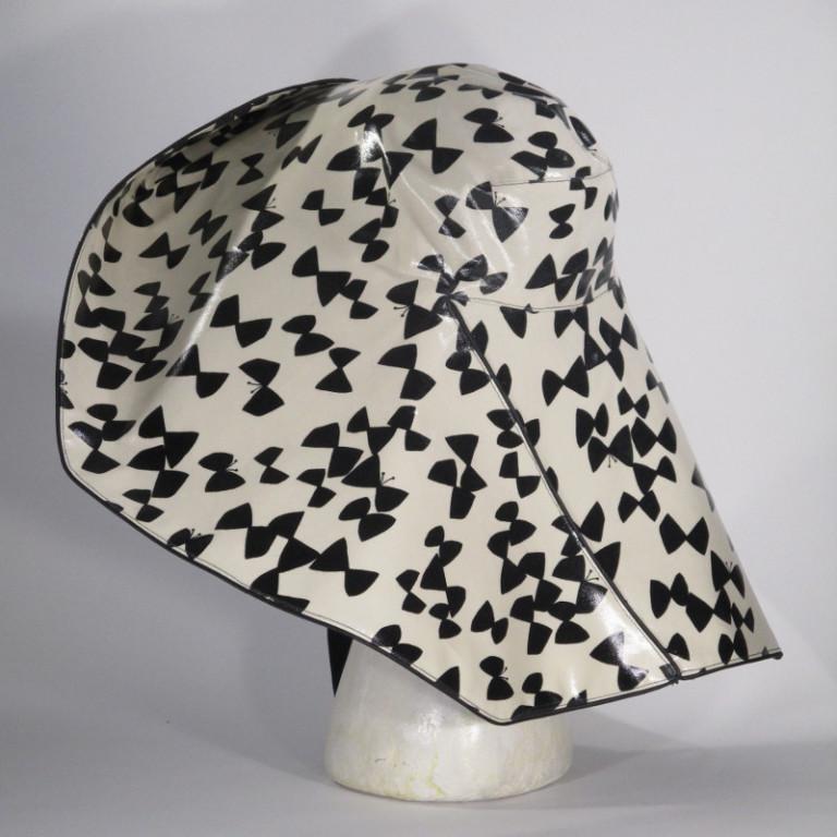 Kopfbedeckung - Regenhut Großform - Schmetterling schwarz weiß
