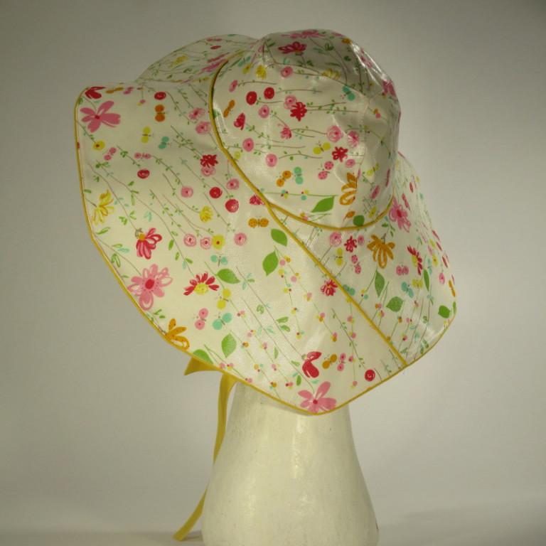 Kopfbedeckung - Regenhut - helle Blümchen