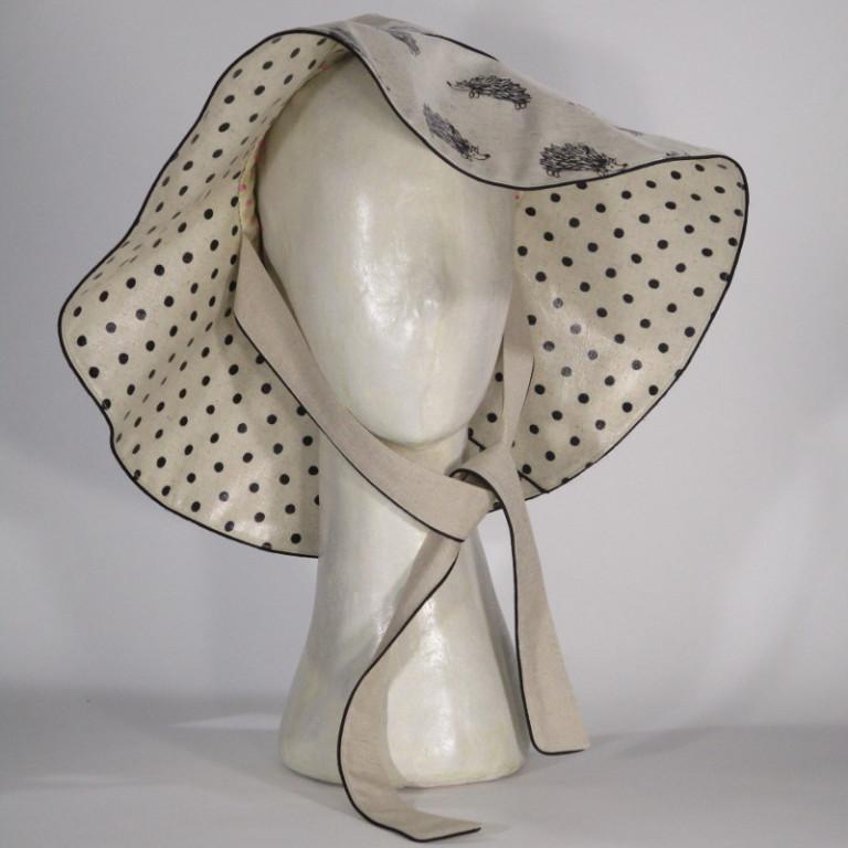Kopfbedeckung - Regenhut - Igel und Tupfen hell