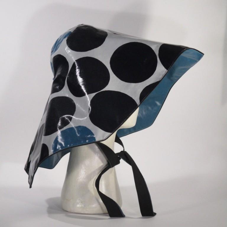 Kopfbedeckung - Regenhut Groß - graue blaue Punkte