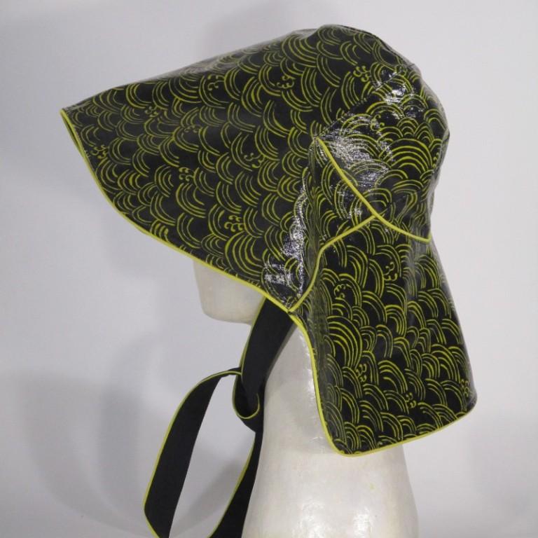 Kopfbedeckung - Regenhut klassiche Glocke - gelbe Wellen