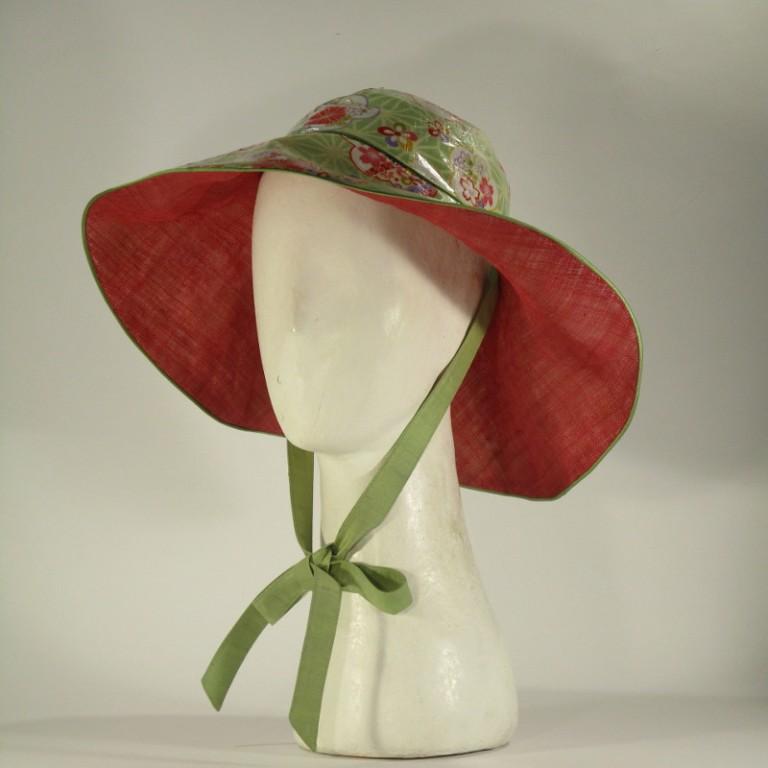 Kopfbedeckung - Regenhut - Blumenwiese hell und rot