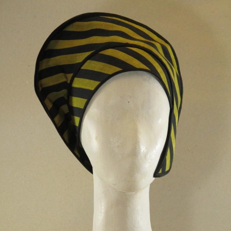 Kopfbedeckung - außergewöhnlicher Hut - Streifen schwarz gelb