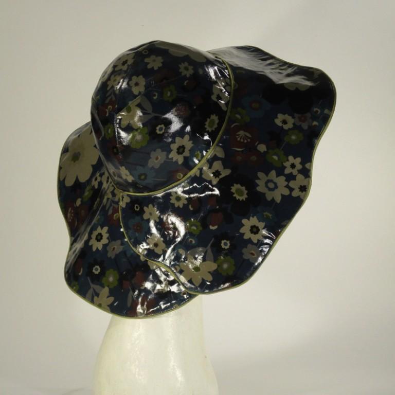Kopfbedeckung - Regenhut - dunkelbunte Blüten