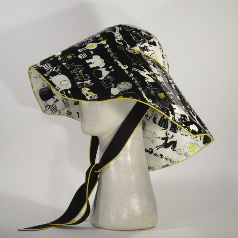 Kopfbedeckung - Regenhut (seitlich) - Tiere schwarz weiß gelb