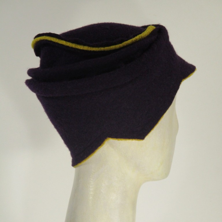 Kopfbedeckung - warm Wollboucle - violett