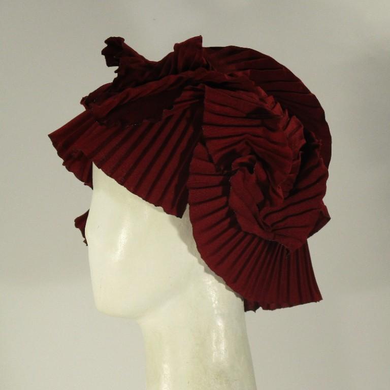 Kopfbedeckung - Abendcoiffure - rot