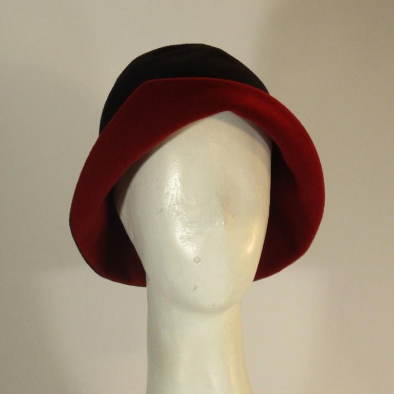 Kopfbedeckung - Wollhütchen - rot schwarz