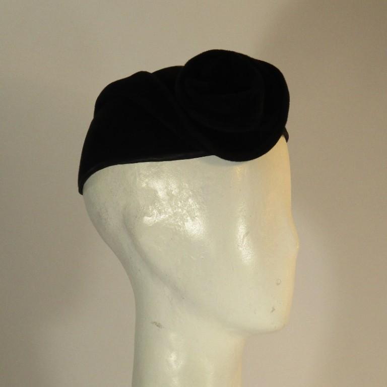 Kopfbedeckung - klassisches Hütchen - schwarz