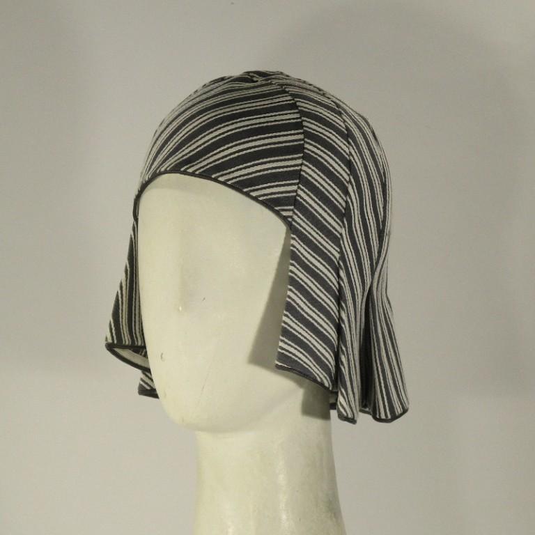 Kopfbedeckung - 50er Jahre - Piquefrisur - grau weiß
